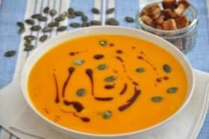 Kürbiskernöl zur Verfeinerung von Suppen